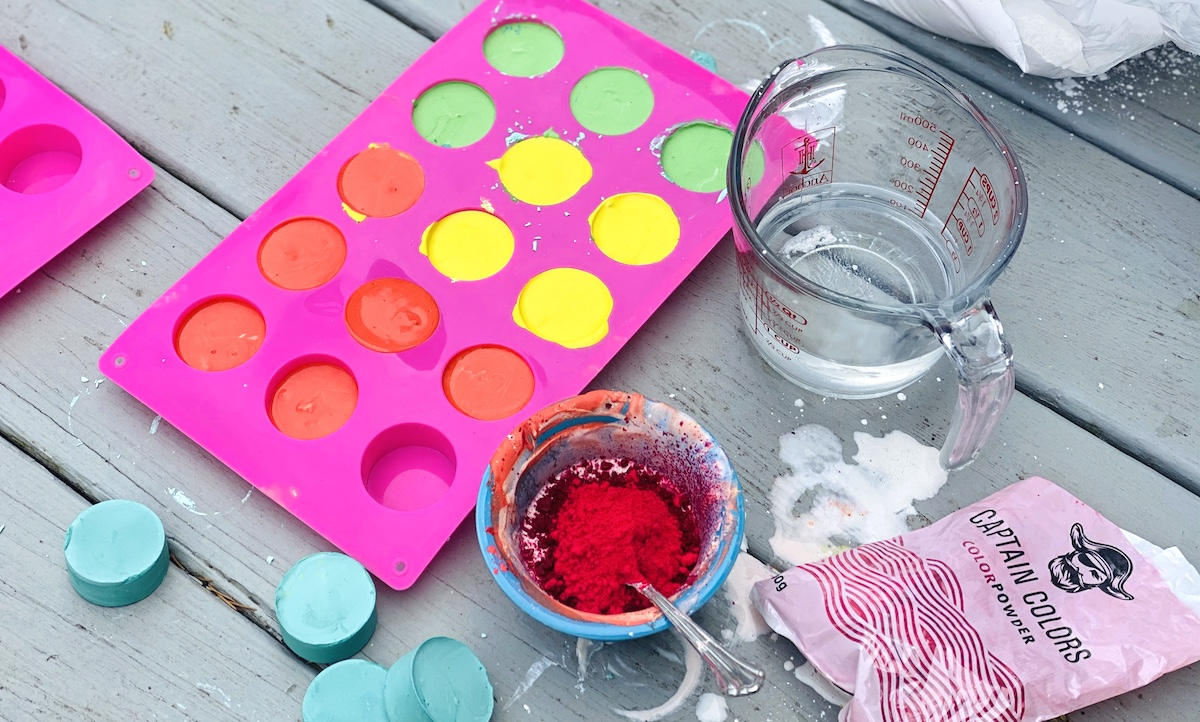 How to make your own sidewalk chalk supplies